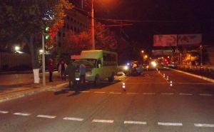 Появились фото ДТП с участием маршрутки в центре Луганска