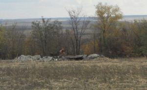 В Станично-Луганском районе обнаружены останки 6 человек в военной форме