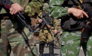 В центре Луганска БТРы. Жителей просят не подходить к окнам (ВИДЕО)