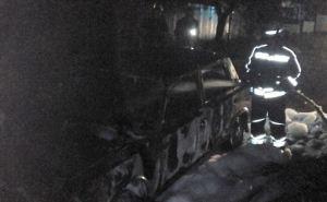 Ночью в Кременной сожгли автомобиль классической модели
