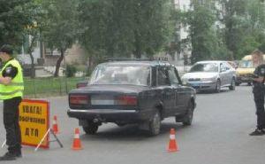 Автомобиль сбил женщину с детской коляской в Северодонецке. В коляске был 11-месячный ребенок