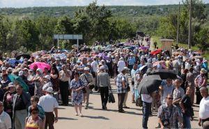 Ад на КППВ Станица Луганская. 10 человек за один день потеряли сознание от жары