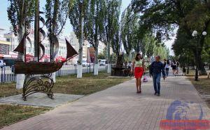 В центре Луганска появилась аллея кованных скульптур