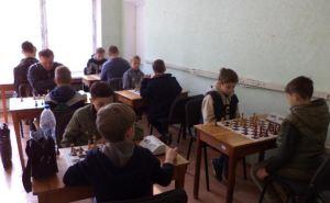 Около полусотни спортсменов состязались за победу в чемпионате по быстрым шахматам