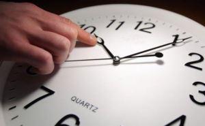 В воскресенье в Украине время переведут на час назад