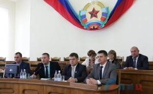 В ЛНР опубликовали списки парламентариев и выбрали нового главу парламента.