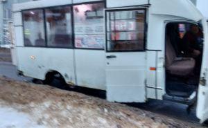 В Луганске опятьЧП с маршруткой. Колесо оторвалось на полном ходу. ФОТО