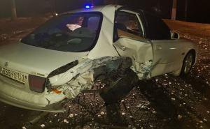 В Луганске автомобиль перевернулся и врезался в дерево в результате жесткого ДТП.ФОТО