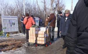 Как через КПВВ «Станица Луганская» десятками тонн переправляют продукцию «РОШЕН». ФОТО