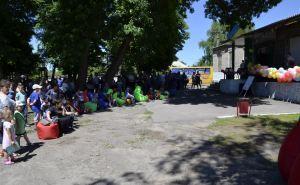 В прифронтовом селе открыли летний кинотеатр и бесплатную зону Wi-Fi