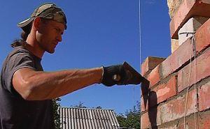Строители ведут восстановительные работы в Луганске и области