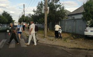 «Мерседес» смял «Жигули» и снес бетонный забор. ДТП с пострадавшими произошло в Рубежном.ФОТО