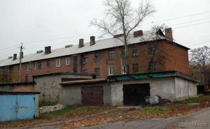 В четыре часа утра начал разрушаться жилой дом в Лисичанске. В доме проживал 61 человек, в т.ч. 22 ребенка
