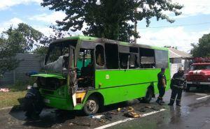 В Харькове на ходу загорелась маршрутка и полностью сгорела. ФОТО