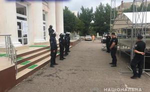 Полиция усиленно охраняет два избиркома в Луганской области