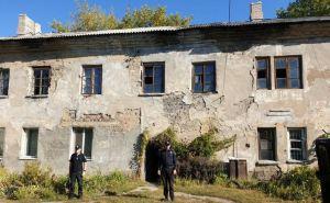 В Лисичанске в жилом доме обвалился потолок и крыша. ФОТО