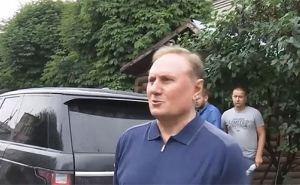 Александру Ефремову отменили домашний арест: сняли браслет слежения и вернули загранпаспорт