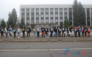 В Луганске студенты провели акцию «Внимание! Белая трость»