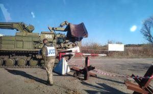 Между КПВВ «Золотое» и неподконтрольным Первомайском проводят разминирование и убирают заграждения. ФОТО