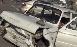 В центре Луганска произошло ДТП: госпитализированы два человека