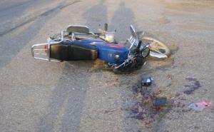 Пенсионер на мопеде сбил велосипедиста и погиб на месте