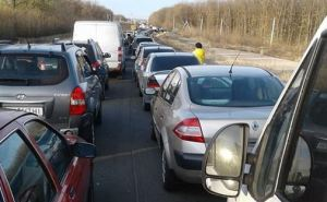 Сегодня ситуация на КПВВ с въездом и выездом напряженная