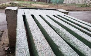 В Лисичанске выпал первый снег, а в Луганске изморозь и Новогодняя елка