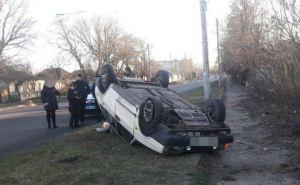 В Лисичанске столкнулись три автомобиля. Один перевернулся. ФОТО