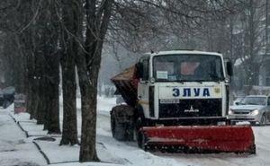В Луганске приступили к обработке дорог песчано-соляной смесью
