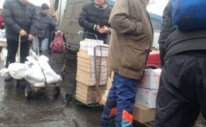 В Станице Луганской накрыли бригаду «тачечников», которые перевозили поддельные сигареты и алкоголь через КПВВ