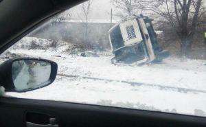 В Макеевке перевернулся бронированный автомобиль миссии ОБСЕ