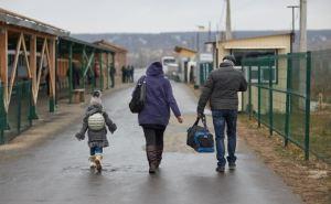 Пограничники рассказали, как они пропускают детей через КПВВ «Станица Луганская»