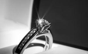 Как выбрать кольцо для помолвки: бюджет, размер, камень и металл