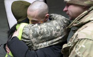 Луганск передал Украине 25 человек. ФОТО