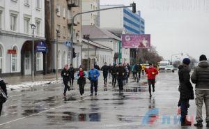 В Луганске 1января утром по городу пробежало более 50 человек. ФОТО