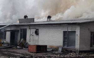 В Лисичанске больше 6 часов тушили пожар на территории стеклозавода «Пролетарий» ФОТО