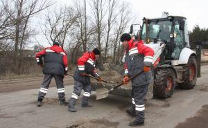 Насущная необходимость: На дорогах Луганщины— «ямочный» ремонт