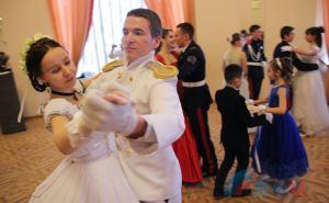 В Луганске состоялся Святочный бал. ФОТО