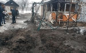 Под обстрел попали Кировск, Донецкое и Голубовское. Повреждены жилые дома