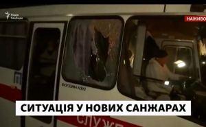 Украинцев эвакуированных из Китая привезли в санаторий в Новые Санжары. Местные начали их закидывать камнями