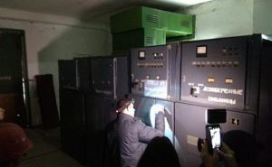 Представители ЛЭО отключили от электричества Попаснянский водоканал и опломбировали насосы