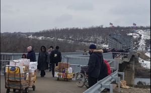 Жители Луганска ежедневно везут из Станицы в город 300 тонн яблок