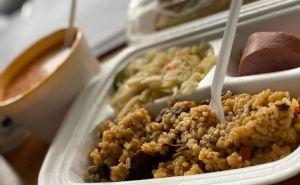 Чем кормят украинцев в Новых Санжарах: обед из трех блюд