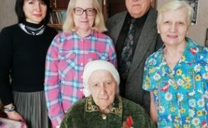 Мэрия Луганска поздравила со 100-летием ветерана Великой Отечественной (ФОТО)
