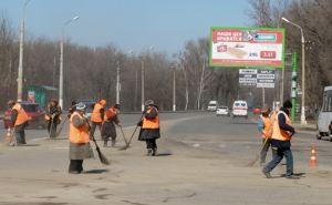 За неделю с дорог Луганска убрали 700 тонн мусора