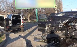 В Луганске на улице Буденного произошло ДТП, два человека госпитализированы. ФОТО