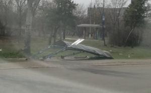 В Луганске рухнула остановка общественного транспорта