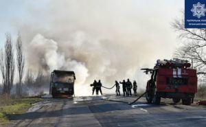 В Лисичанске загорелся автобус, который вез людей с работы. ФОТО