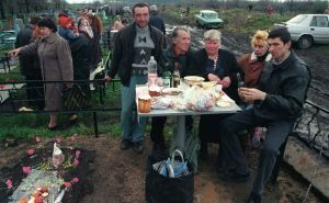Жителям Луганска рекомендуют отказаться от посещения храмов и кладбищ
