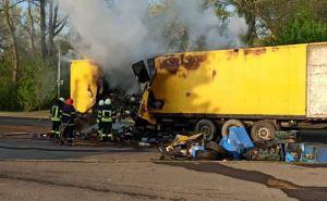 У железнодорожного вокзала в Рубежном загорелся грузовик. ФОТО